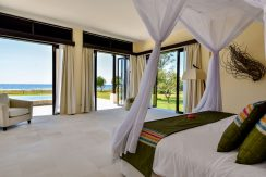 bali-beachfront-villa-sales-guest-bedroom