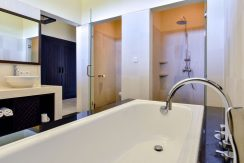 bali-beachfront-villa-sales-shower-unit