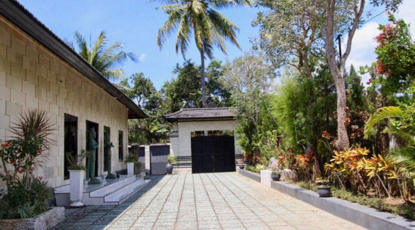 north-bali-lovina-villa-for-sale-entree-gate