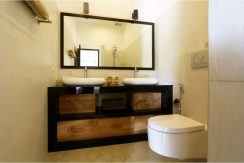 north-bali-villa-kupukupu-for-sale-bath
