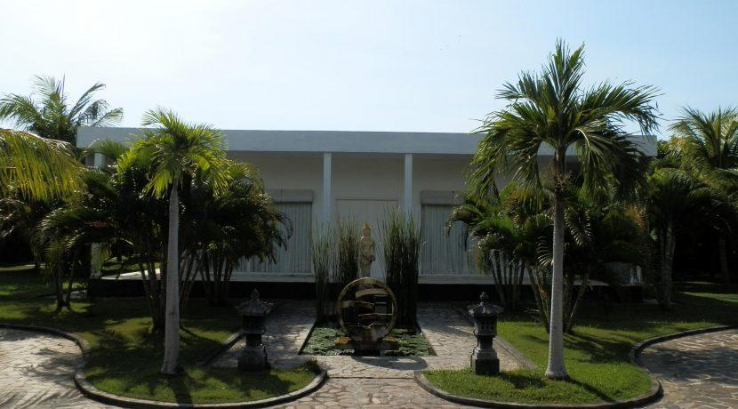 bali-beachfront-villa-entree