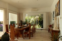 bali-beachfront-villa-indoor-dining