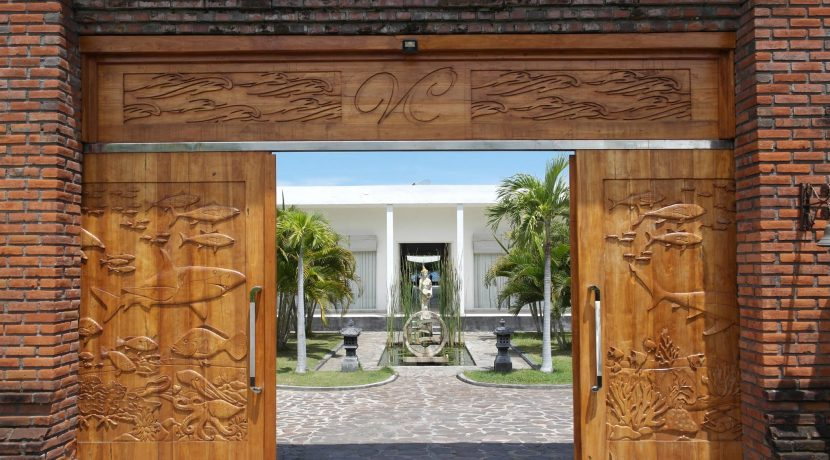 bali oceanfront villa for sale main-gate