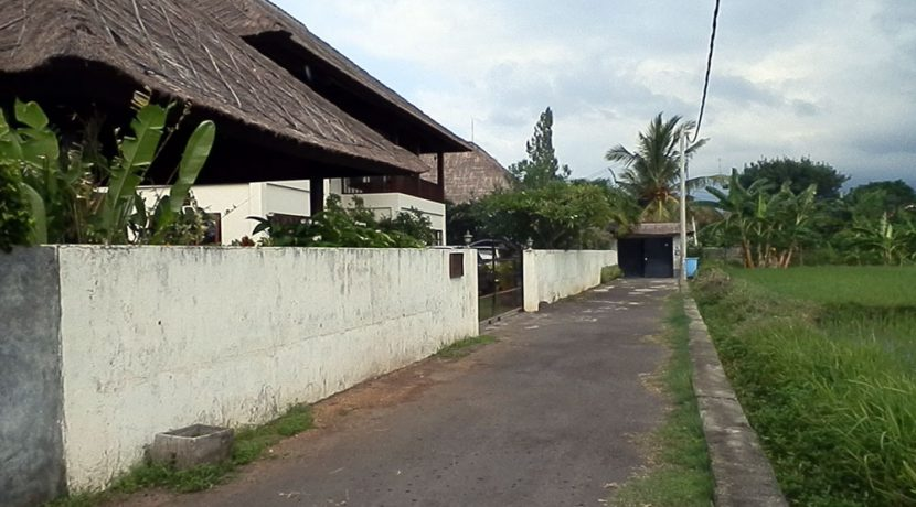 bali-beachfront-villa-for-sale-access-road