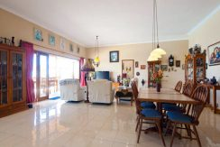 bali-beachfront-villa-for-sale-dining