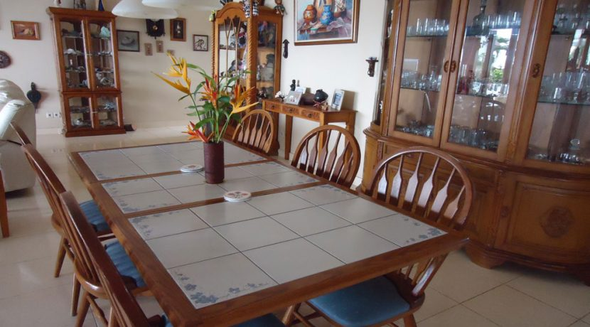 bali-beachfront-villa-for-sale-dining-table