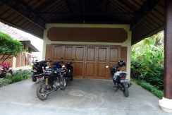 bali-beachfront-villa-for-sale-garage