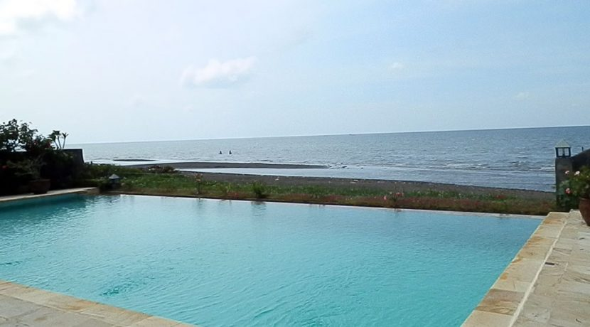 bali-beachfront-villa-for-sale-oceanfront