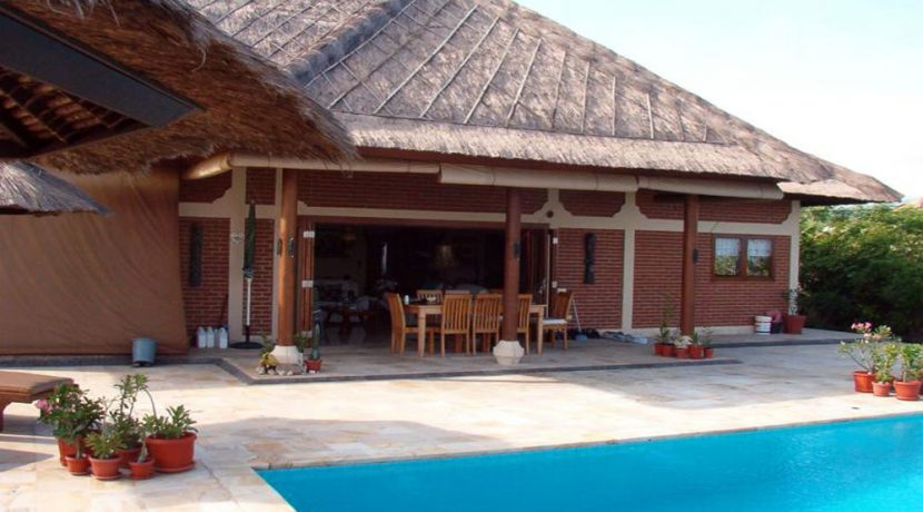bali-beachfront-villa-for-sale-terrace