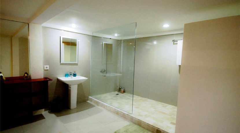 lovina-villa-estate-for-sale-bathroom
