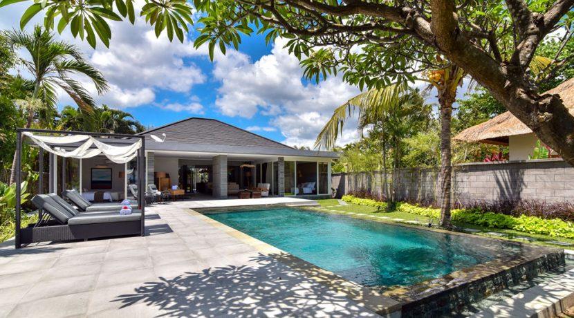 bali-beachfront-villa-for-sale-pool-area