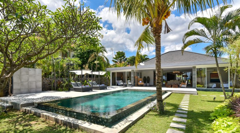 bali-beachfront-villa-for-sale-private-pool