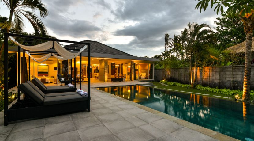 bali-beachfront-villa-for-sale-sun-loungers