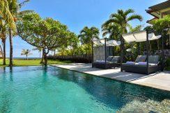 bali-beachfront-villa-for-sale-sundeck