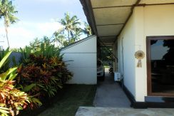 north-bali-beachfront-villa-for-lease-car