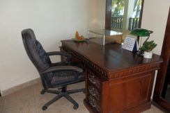 north-bali-beachfront-villa-for-lease-desk