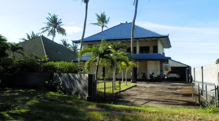 north-bali-beachfront-villa-for-lease-front-gate