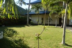 north-bali-beachfront-villa-for-lease-front-yard