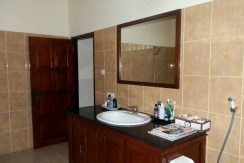 north-bali-beachfront-villa-for-lease-master-bathroom