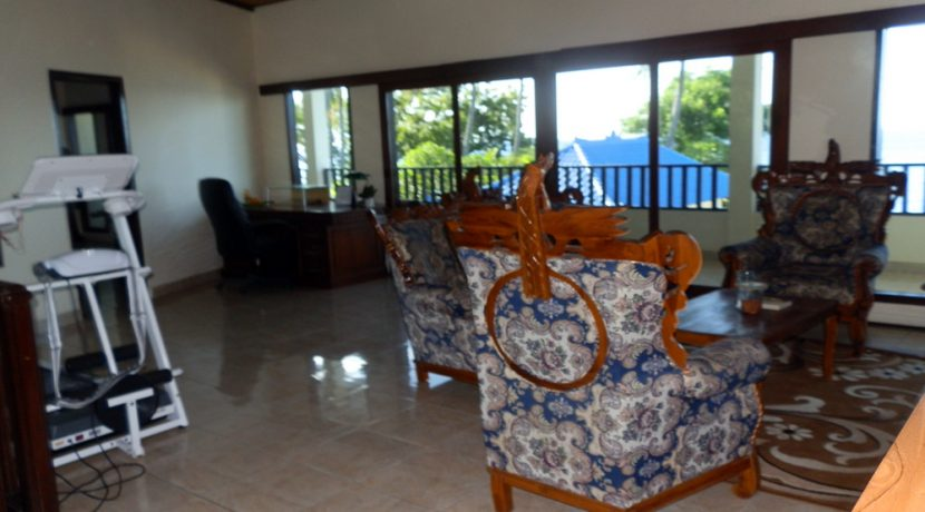 north-bali-beachfront-villa-for-lease-master-lounge