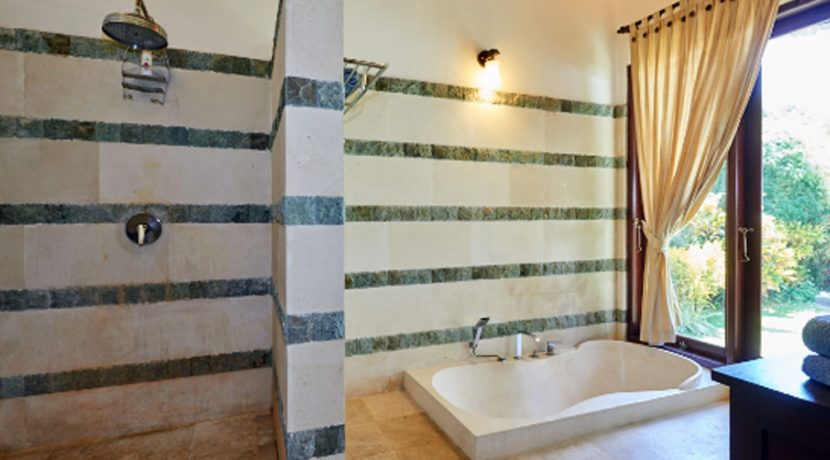 north-bali-oceanfront-villa-for-sale-bathtub