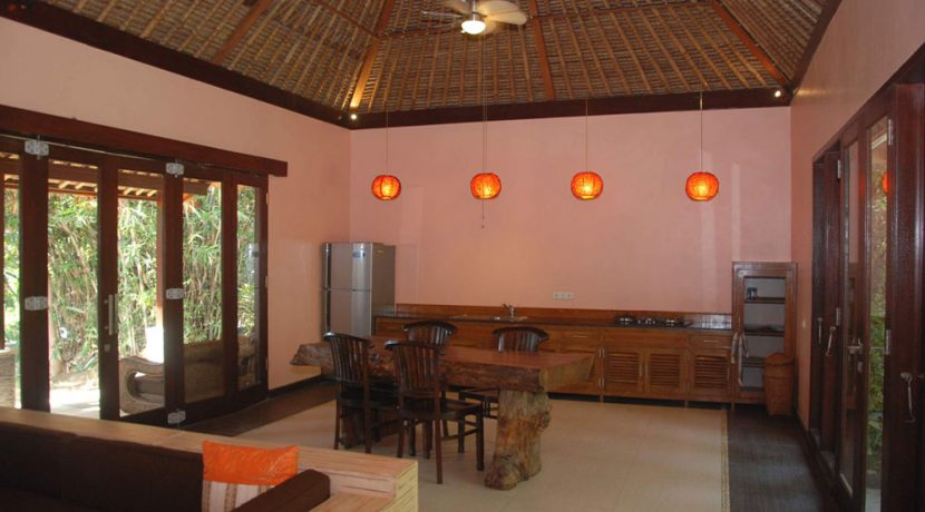 north-bali-oceanfront-villa-for-sale-dining