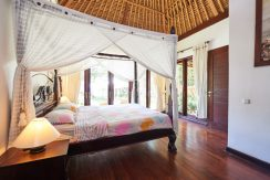 north-bali-oceanfront-villa-for-sale-guestroom