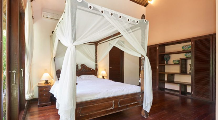 north-bali-oceanfront-villa-for-sale-master-bedroom