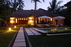 north-bali-oceanfront-villa-for-sale-night