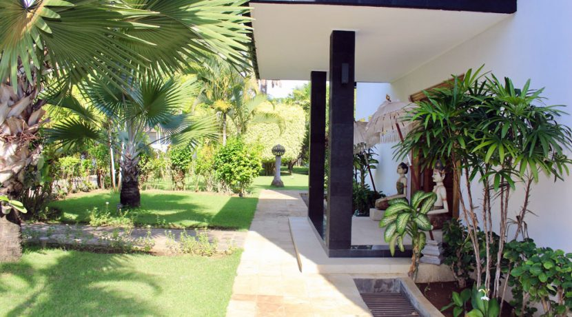 bali beachfront villa for sale entree door