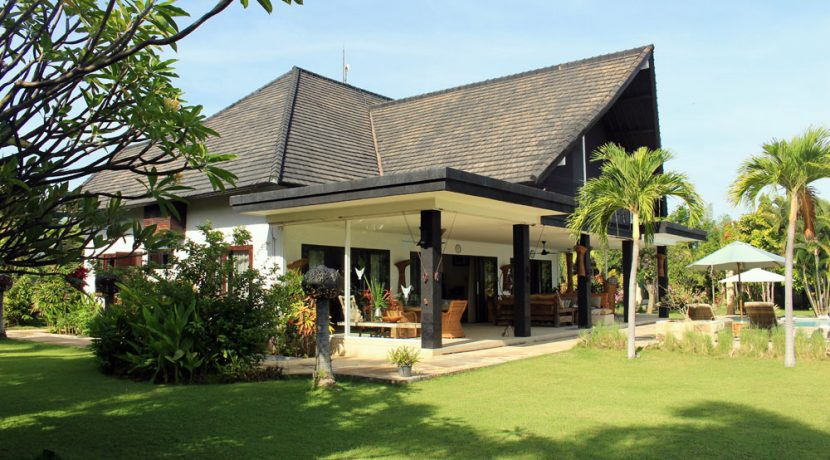 north-bali-villa-for-rent-belvedere-terrace2