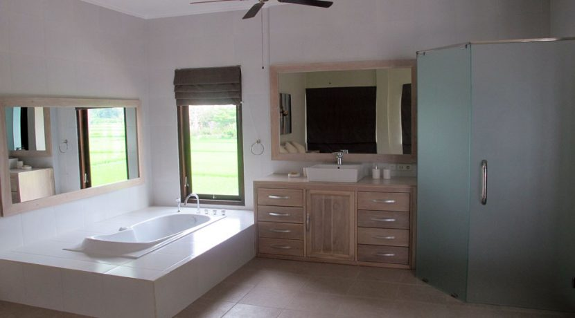north-bali-beachfront-villa-for-sale-bathroom