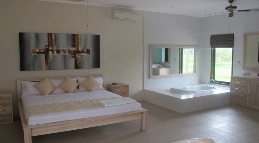 north-bali-oceanfront-villa-for-sale master bedroom