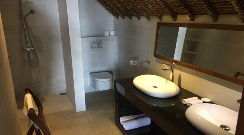 bali-seafront-villa-for-sale-bathroom
