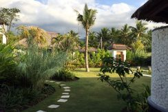 bali-seafront-villa-for-sale-garden
