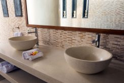 bali-seafront-villa-for-sale-guest-bathroom
