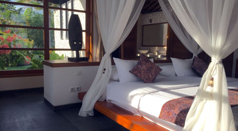 bali-seafront-villa-for-sale-guest-bedroom