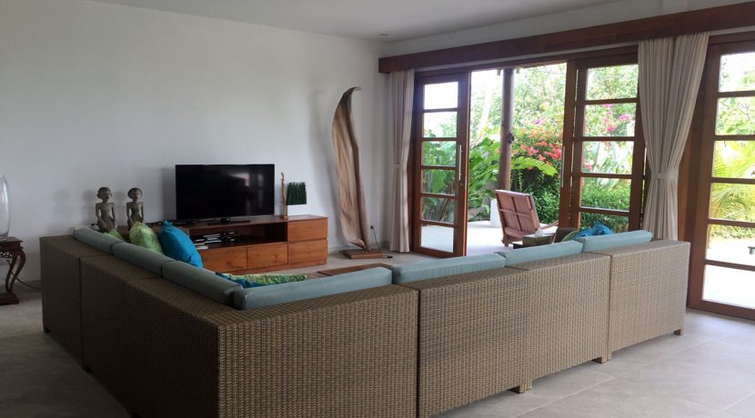 bali-seafront-villa-for-sale-pool-living