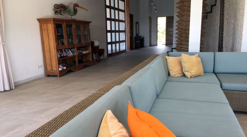 bali-seafront-villa-for-sale-pool-living2