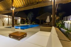 bali-seafront-villa-for-sale-pool-lounge