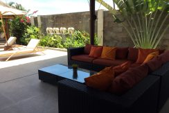 bali-seafront-villa-for-sale-pool-lounge2