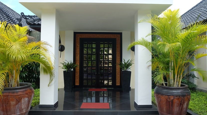 lovina-hillside-villa-for-sale-house-entree-door-1
