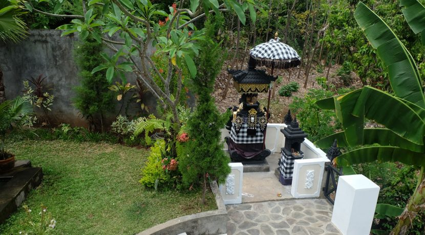 lovina-hillside-villa-for-sale-house-temple