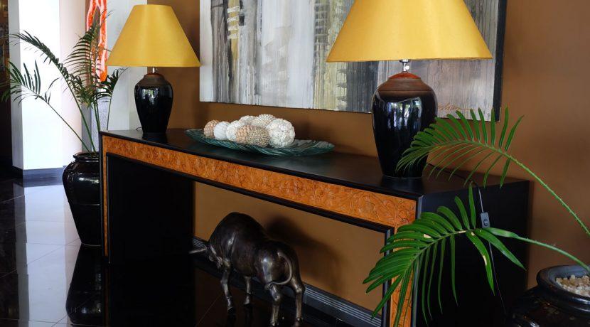 lovina-hillside-villa-for-sale-indoor-decoration-5