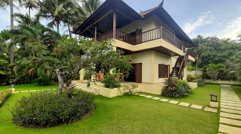 north-bali-beachfront-villa-for-sale-HOME
