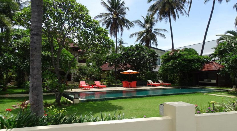north-bali-beachfront-villa-for-sale-garden2
