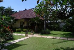 north-bali-beachfront-villa-for-sale-guesthouse-1