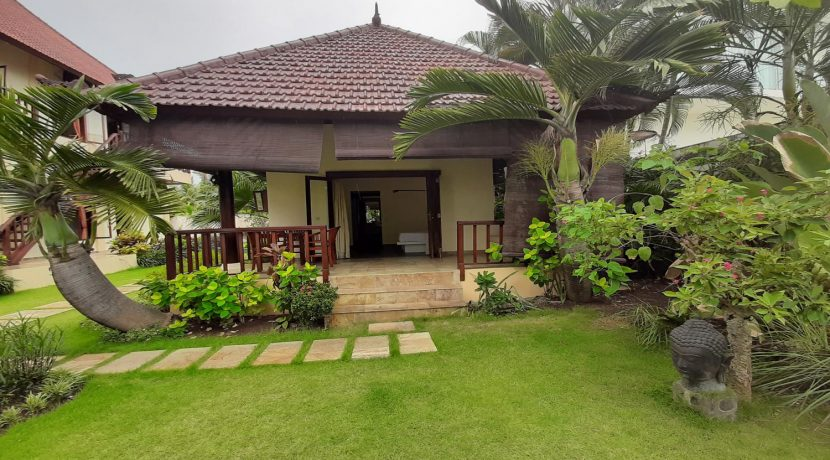 north-bali-beachfront-villa-for-sale-guesthouse