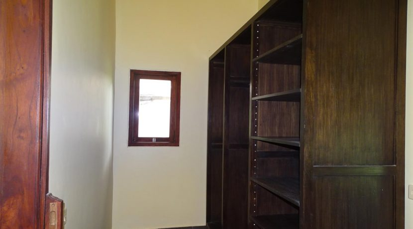 north-bali-beachfront-villa-for-sale-guesthouse-walk-in-closet