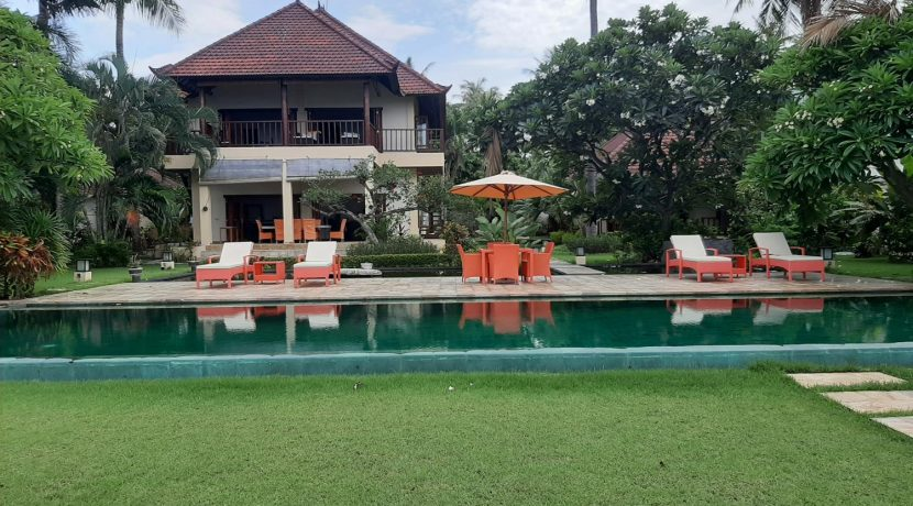 north-bali-beachfront-villa-for-sale-house